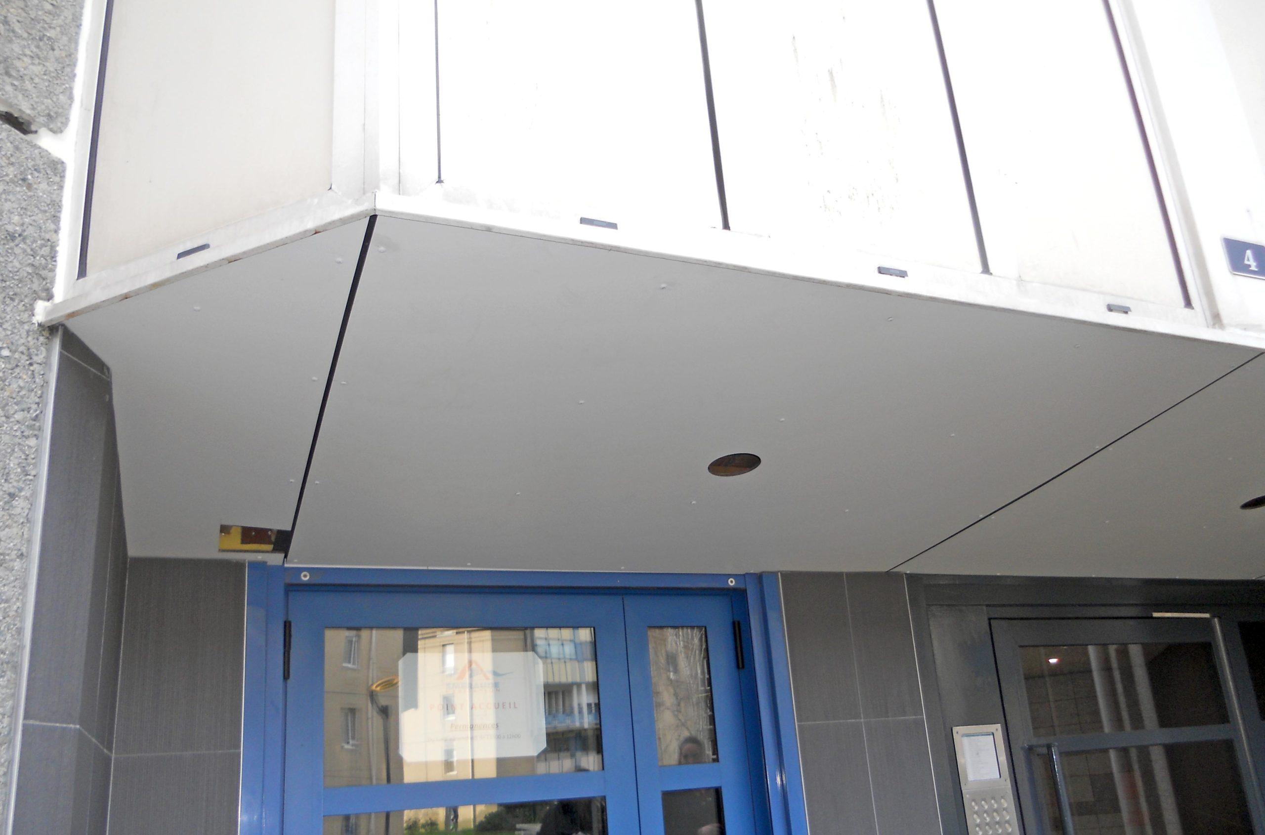 Habillage sous-façe entrée immeuble après-1