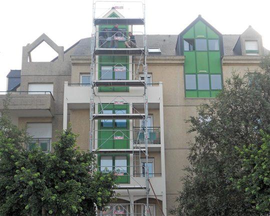 Rénovation des joints de fenêtre d'un immeuble