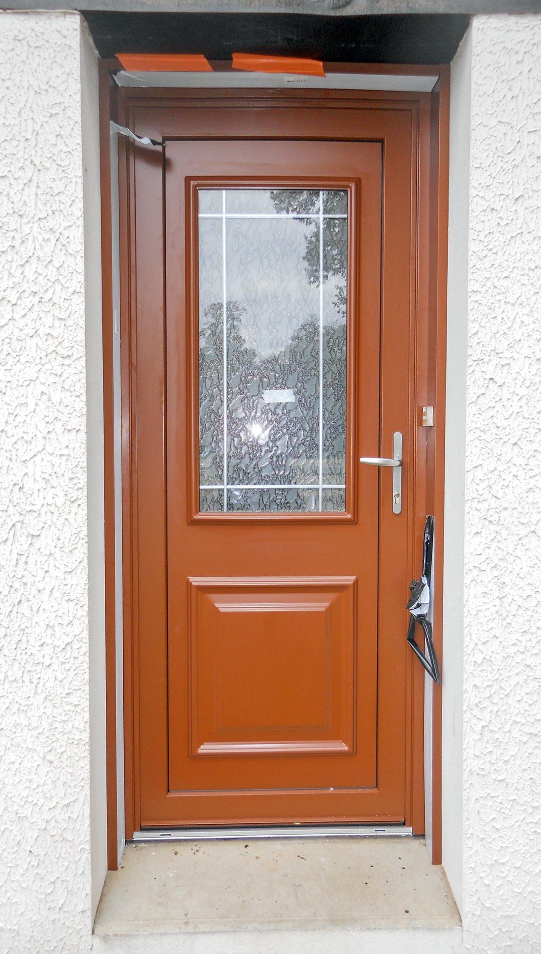 Changement de porte d 39 entr e et fen tres - Habillage de porte d entree ...
