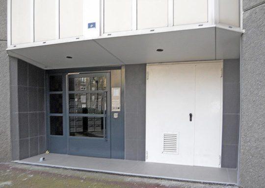 Habillage sous-façe entrée immeuble après-2