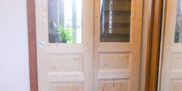 Pose d'une porte coulissante en sapin