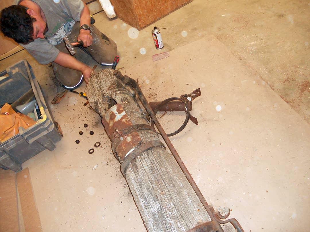 Rénovation d'une pompe en bois (pendant-1)